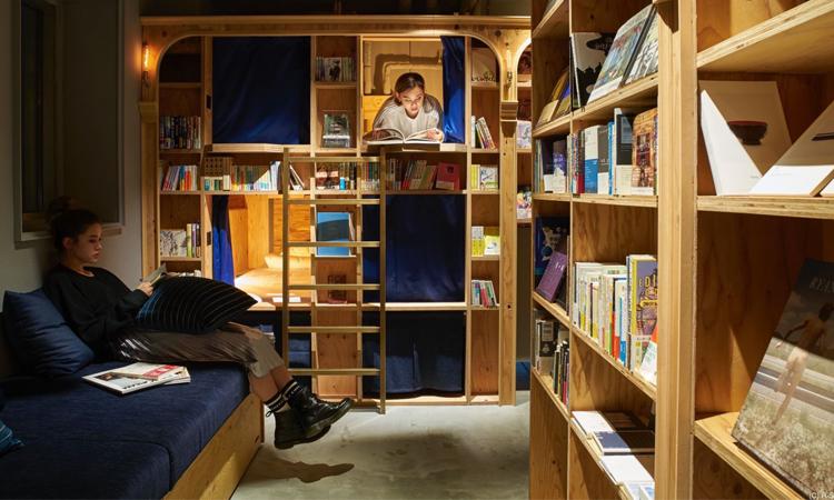 Un ostello per dormire tra i libri a Kyoto
