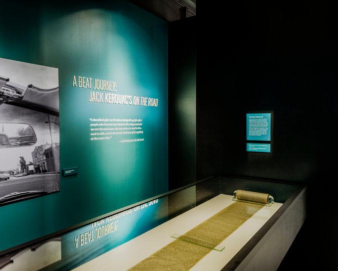 original-scroll-Museo-Scrittori-Americani-Piego-di-libri.